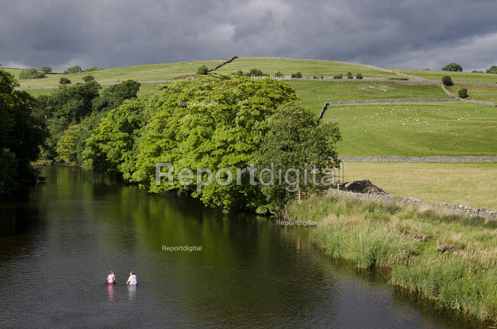 Two children swim in the river Wharfe in Burnsall, Yorkshire Dales National Park. - Philip Wolmuth - 2013-08-09