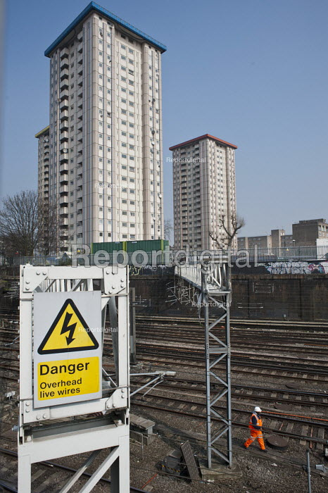 Gillfoot, one of three 21-storey skyscrapers that make up Camden Councils Ampthill Square estate in Camden Town, is threatened with demolition by proposed construction work on the HS2 London-Birmingham high speed railway development. - Philip Wolmuth - 2013-04-10