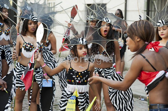 Tension as a performer gets told off. Mas bands on parade at Notting Hill Carnival, London. - Philip Wolmuth - 2013-08-26