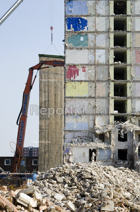 Demolition of Grange House, a 12 storey tower block on the Gascoigne Estate in the London Borough of Barking and Dagenham, part of a regeneration plan involving the demolition of all 16 of the estate's high rise blocks and moving 1301 households by 2017. - Philip Wolmuth - 2013-09-04
