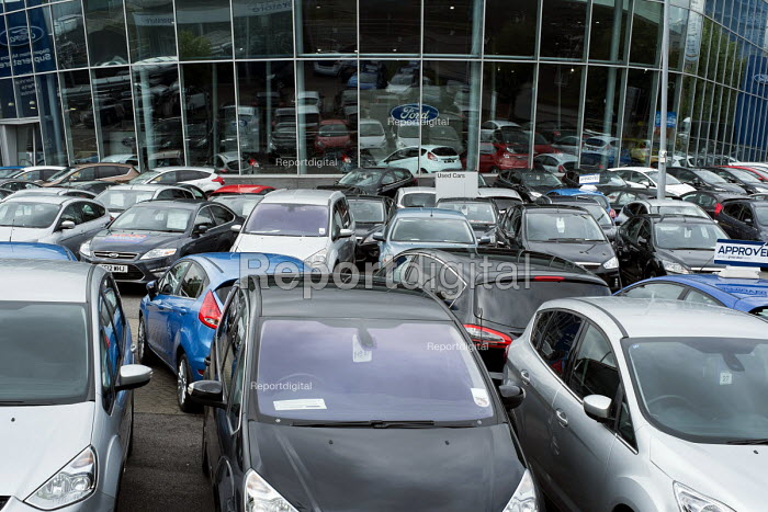 Used cars for sale at Ford London dealership, Dagenham Motors showroom, Burnt Oak, London. - Philip Wolmuth - 2013-09-12
