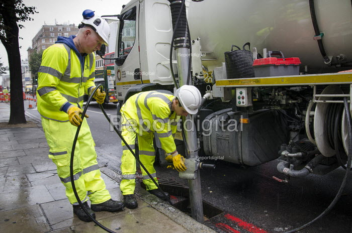 A London Highways Alliance gully cleaning crew at work on a Clean Up Day organised by Edgware Road Partnership. - Philip Wolmuth - 2013-09-19