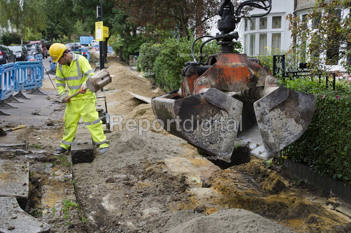 Pavement replacement works by private contractor Volker Highways on behalf of Camden Council. - Philip Wolmuth - 2013-09-23