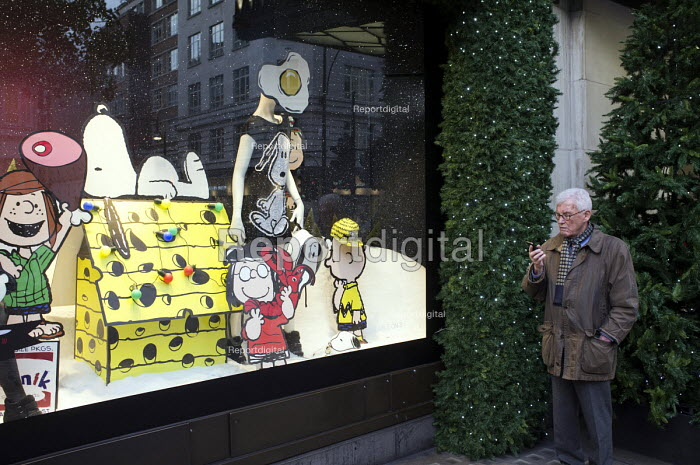 Outside the Selfridges store in Oxford Street, London, during the Christmas shopping season. - Philip Wolmuth - 2013-11-27