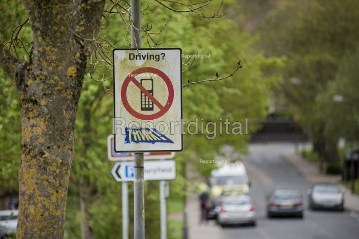 No mobile phone road sign, Buckinghamshire. - Philip Wolmuth - 2014-04-23