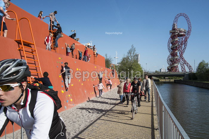 The Queen Elizabeth Olympic Park, Stratford, climbing wall, and ArcelorMittal Orbit sculpture designed by Anish Kapoor - Philip Wolmuth - 2014-04-15