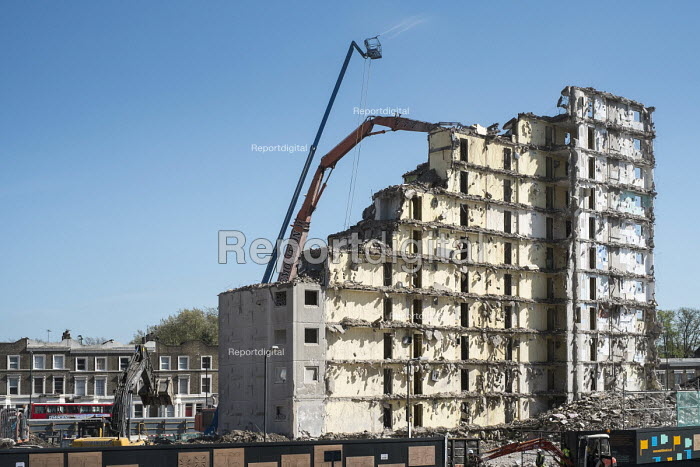 Demolition of Fielding House, an 18 story block on South Kilburn Estate, Brent, by Network Housing as part of a �600 million regeneration programme on the estate. - Philip Wolmuth - 2014-04-13