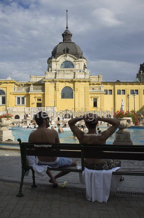 Two friends, Szechenyi thermal baths, Budapest. - Philip Wolmuth - 2014-07-02