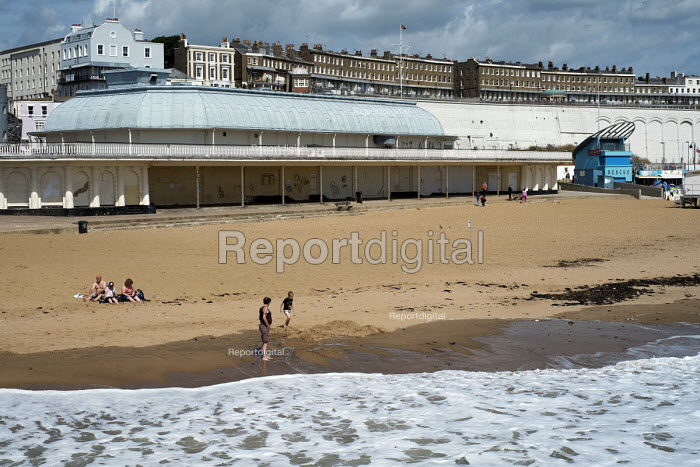 Near empty beach in high season in Ramsgate, one of the five most deprived seaside towns in the UK. - Philip Wolmuth - 2014-08-12