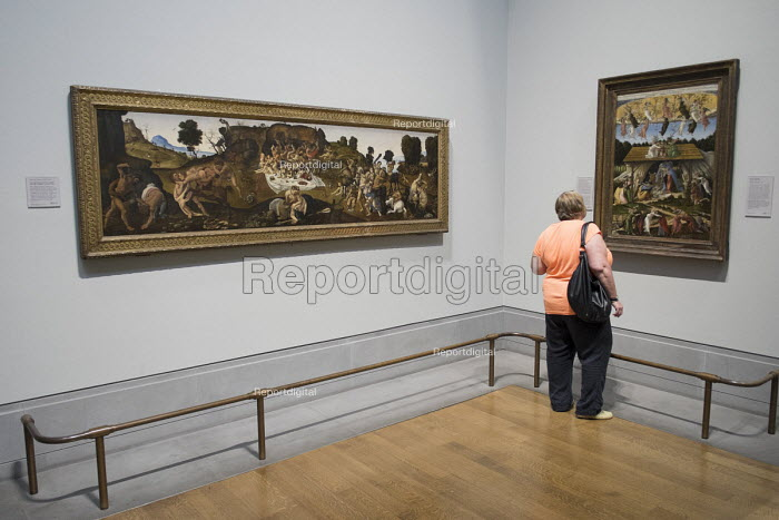 Visitors to the National Gallery in London - Philip Wolmuth - 2014-08-19