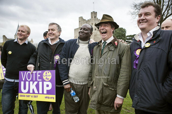 UKIP leader Nigel Farage campaigns in Rochester before the Rochester and Strood by-election. - Philip Wolmuth - 2014-11-08