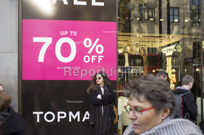 Topshop, January sales, Oxford Street, London. - Philip Wolmuth - 2015-01-02