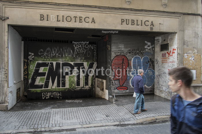 Closed down public library in Seville, Andalusia. - Philip Wolmuth - 2015-03-13