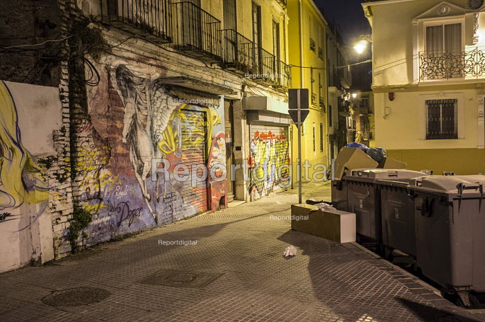 Empty house marked by campaigners as number 30 of 75,000 left vacant in Malaga, Spain. - Philip Wolmuth - 2015-03-13