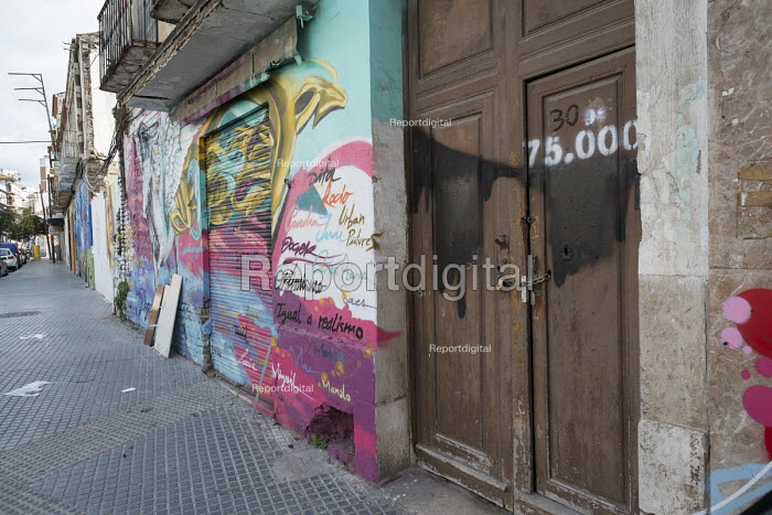 Empty house marked by campaigners as number 30 of 75,000 left vacant in Malaga, Spain. - Philip Wolmuth - 2015-03-15