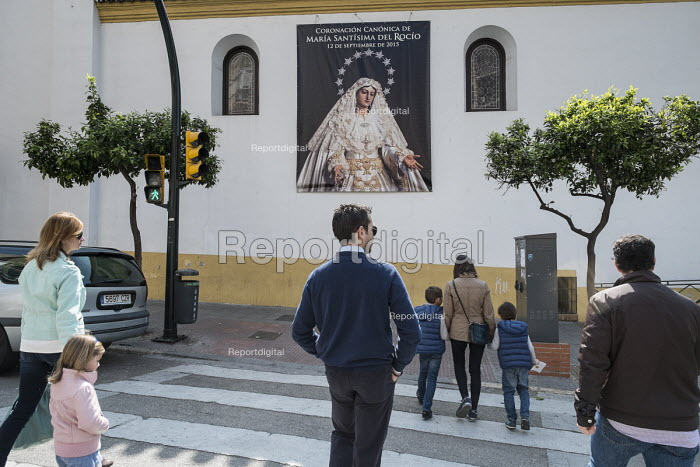 Sunday morning church-goers in Malaga, Spain. - Philip Wolmuth - 2015-03-15