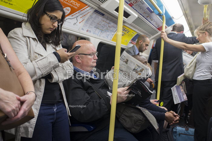 Crowded Jubilee Line carriage at rush hour London. - Philip Wolmuth - 2015-08-27