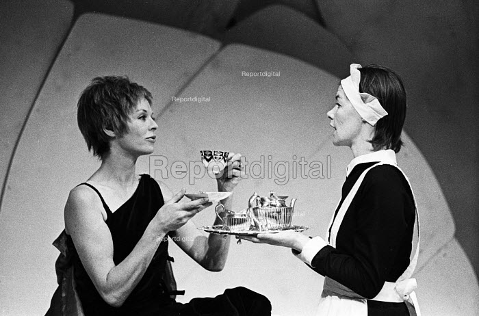 The Maids by Jean Genet staged at the Greenwich Theatre in London, 1974, starring Susannah York as Claire & Glenda Jackson as Solange. - Bente Fasmer - 1974-02-14