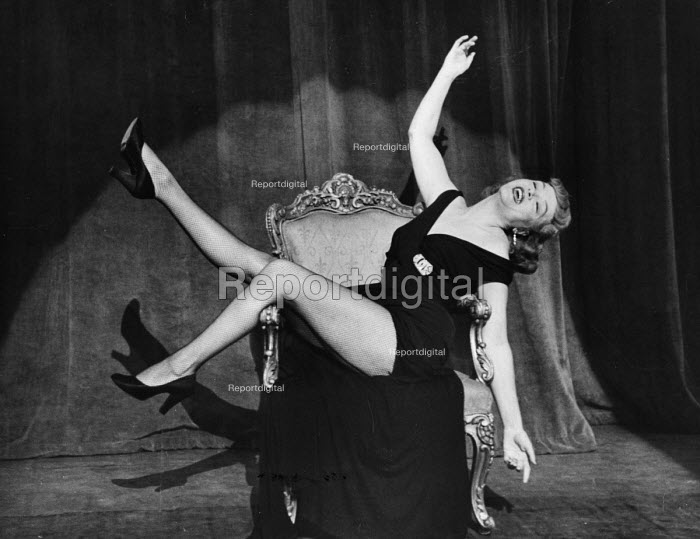The Lyric Revue, Lyric Theatre, London, 1951, based on music by Noel Coward, Donald Swann and others. Actor, Roberta Huby, on stage. - Elisabeth Chat and Inge Morath - 1951-05-24