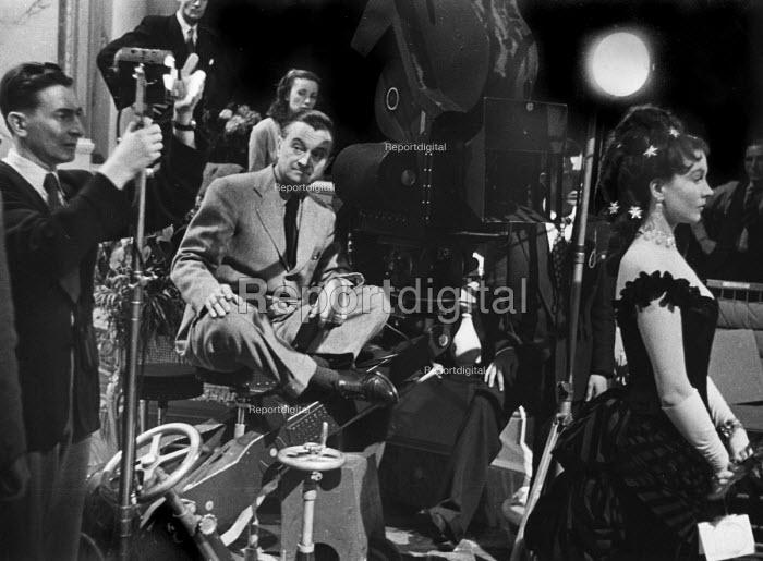 Film set of Anna Karenina, directed by Julien Duvivier, centre, London, 1947. - Felix H. Man - 1947-07-19