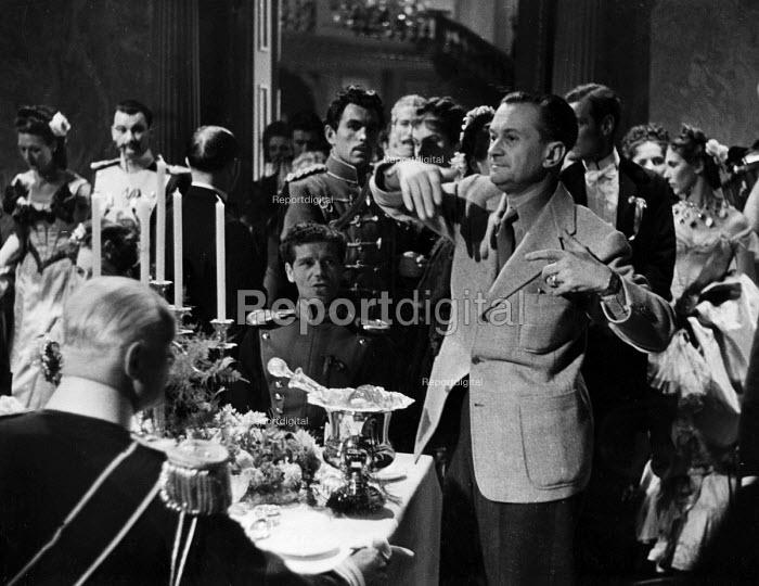 Film set of Anna Karenina, directed by Julien Duvivier, London, 1947. - Felix H. Man - 1947-07-19