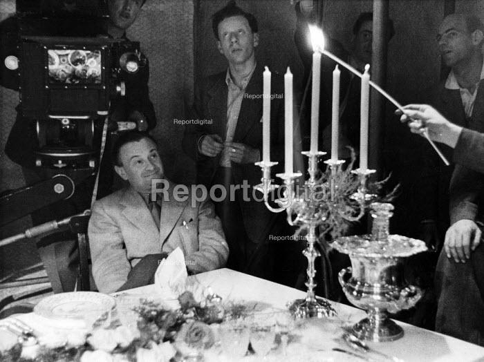 Film set of Anna Karenina, directed by Julien Duvivier, seated, London, 1947. - Felix H. Man - 1947-07-19