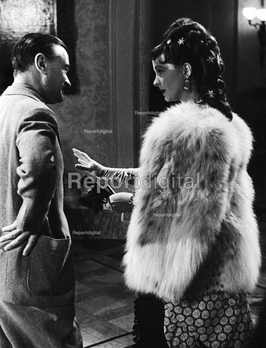 Film set of Anna Karenina, directed by Julien Duvivier, with Vivien Leigh, London, 1947. - Felix H. Man - 1947-07-19