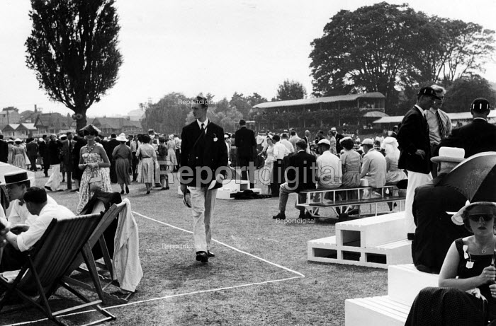 The idle rich at play at the Henley Regatta in an early 1950s summer. .... - Felix H. Man - 1951-07-04
