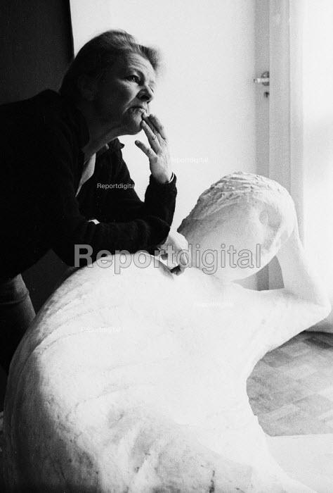 Anna Mahler, sculptor, and daughter of composer Gustav Mahler, London, 1967. - Gertie Deutsch - 1967-08-07
