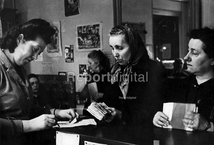 French citizens buying tickets for a special draw for the French National Lottery, Easter, 1949, France. .... - Ina Bandy - 1949-04-13
