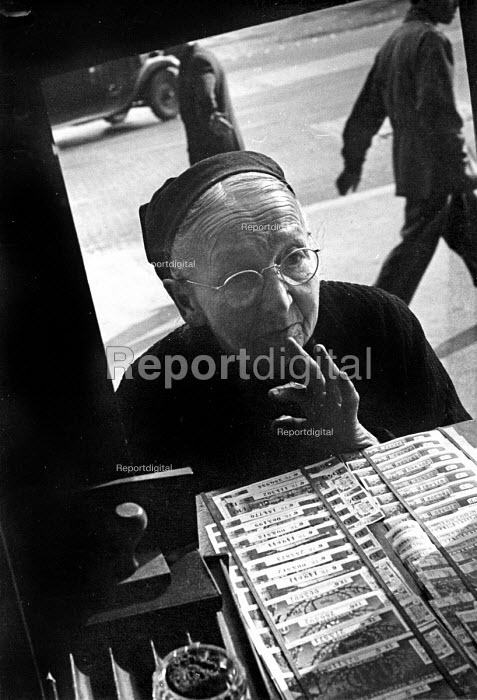 French woman buying tickets for a special draw for the French National Lottery, Easter, 1949, France. .... - Ina Bandy - 1949-04-13