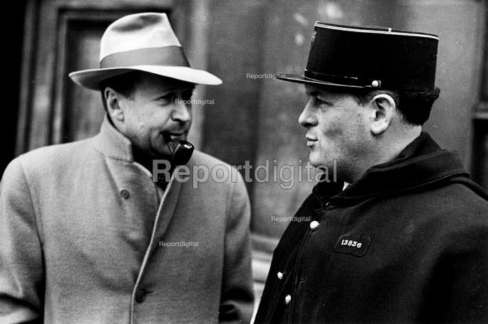Belgian writer, Georges Simenon, talking with a French gendarme in Paris, 1947. - Inge Morath - 1947-03-22