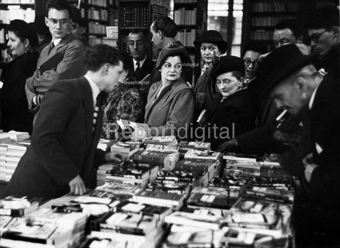 Customers queuing at a book launch signing by Belgian writer, Georges Simenon, in Paris, 1947. - Inge Morath - 1947-03-22
