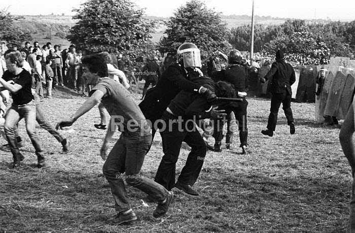 Violent clashes between miners and riot police officers on the picket lines at the Orgreave coking plant during the miners strike - John Harris - 1984-06-18
