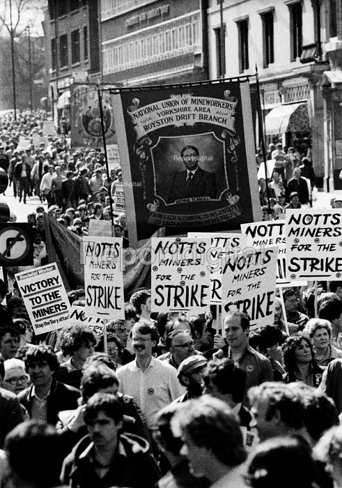 Arther Scargill portrait, Royston Drift Branch banner. Miner's Strike 1984, Protest to welcome striking Kent Miners who had marched from their pits in Kent to try and persuade their fellow Nottinghamshire NUM members to stop working and join them on the picket lines - John Harris - 1984-04-14