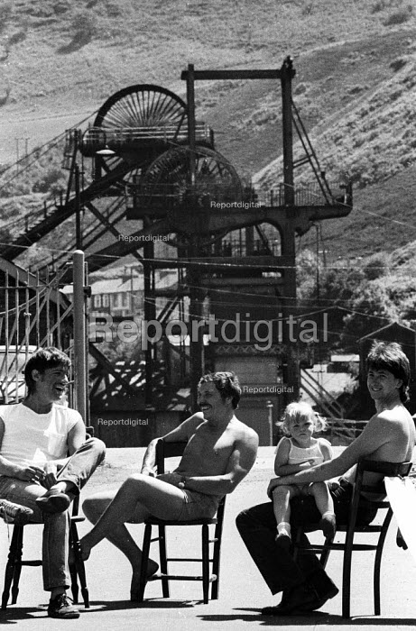 Family day Picket, Penrikyber Colliery, South Wales, The Miners Strike 1984 - John Harris - 1984-07-05
