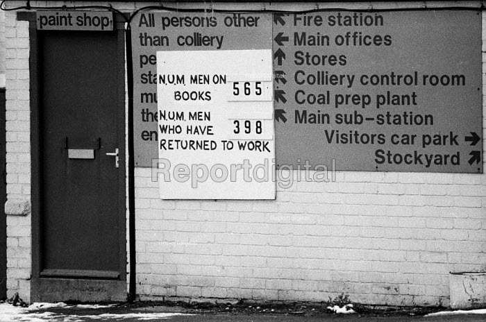 Sign at a pit Shirebrook, Derbyshire apparantly showing the number of men returned to work in January 1985, almost one year into the national miners strike - John Harris - 1985-01-18