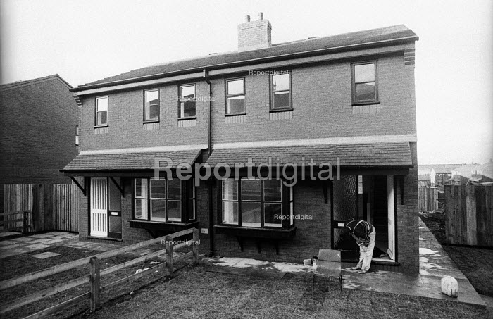 New Council Housing built in a priority area of Liverpool by the Labour City Council as part of its overtly Socialist policy, which brought it into direct conflict with the Thatcher Government, 1985. - John Harris - 1985-12-06