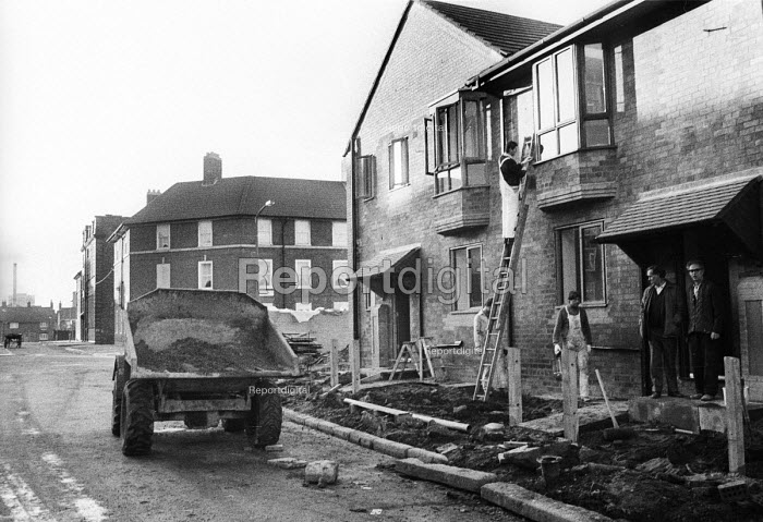 New Council Housing built in a priority area of Liverpool by the Labour City Council as part of its overtly Socialist policy, which brought it into direct conflict with the Thatcher Conservative Government, 1985. - John Harris - 1985-12-06