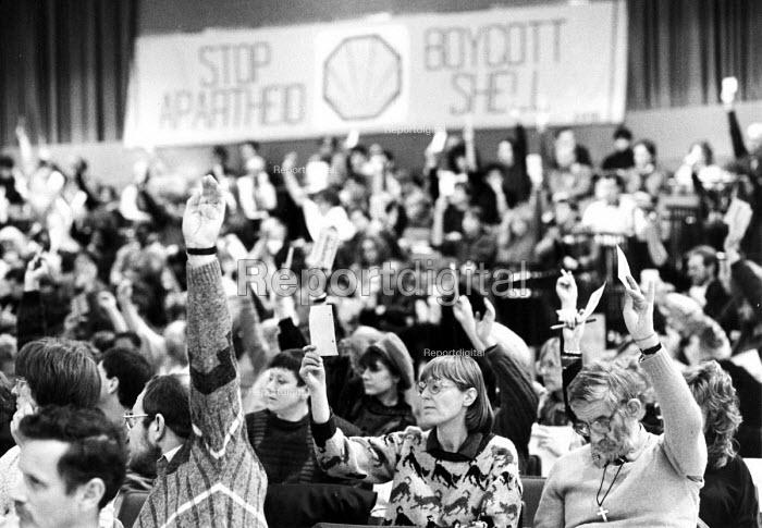 Delegates voting, AAM AGM, Sheffield 1987, Stop Apartheid Boycott Shell banner in the background - John Harris - 1987-05-21