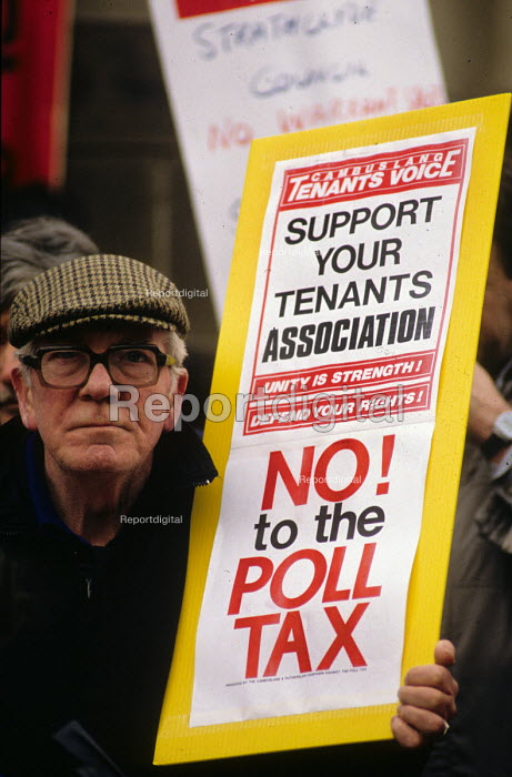 Poll Tax lobby of Strathclyde regional Labour Council against their setting and implementing of the Conservative Poll Tax. - John Harris - 1989-01-25