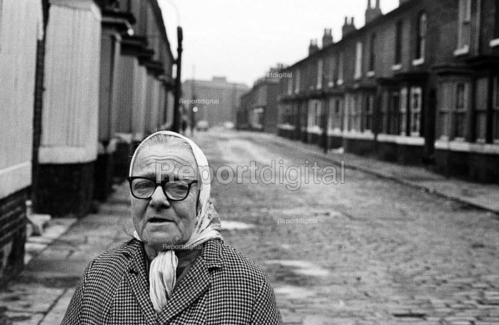 Old woman walking terraced street in Liverpool in the mid-1970s - John Sturrock - 1974-11-06