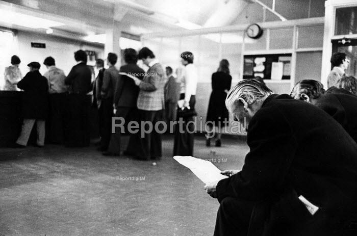 Unemployment Benefits Office, Jarrow. - John Sturrock - 1976-10-11