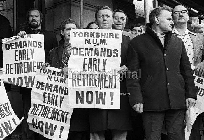 Yorkshire miners lobby NCB headquarters demanding early retirement, London, 1976. - John Sturrock - 1976-11-23