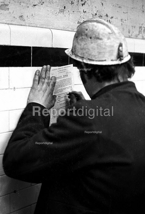 Miner with part of his finger missing voting yes in pithead ballot on early retirement Snowdon Colliery, Kent, 1976 - John Sturrock - 1976-12-08