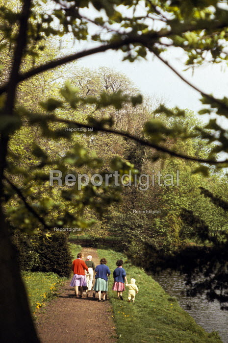 Women prisoners walking with their children in the grounds of Askham Grange prison, 1968. .... - Malcolm Aird - 1968-05-03