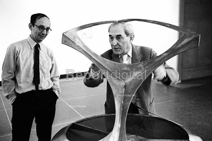Naum Gabo, Russian sculptor prominent in the Constructivism movement and a pioneer of Kinetic Art, Tate Gallery, London, 1966. - Patrick Eagar - 1966-03-10