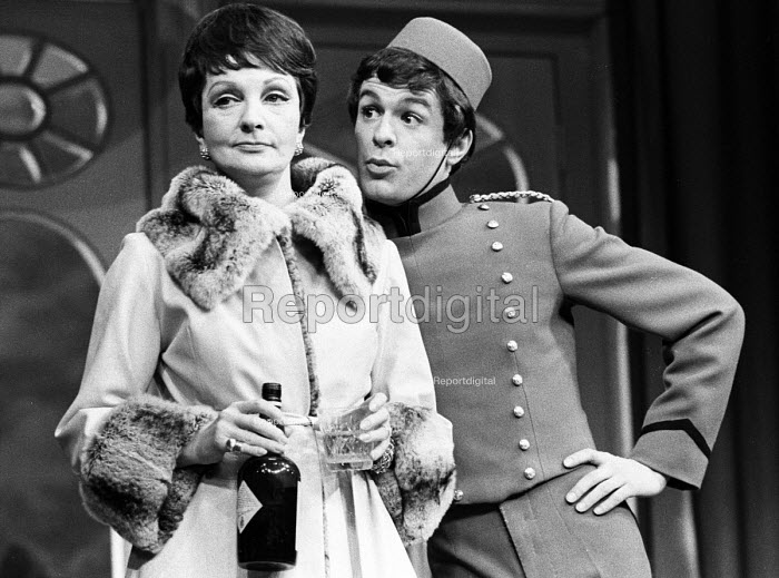 What The Butler Saw: Joe Orton's last play premiered at the Queen's Theatre, London, 1969. Coral Browne and Hayward Morse. - Patrick Eagar - 1969-03-05