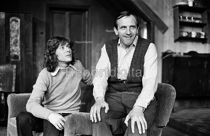 The Banana Box, Hampstead Theatre, London, 1973. The play was later turned into Rising Damp, a highly successful ITV comedy starring many of the original cast from this theatre production. Photo shows former Manfredd Mann singer, Paul Jones, and Leonard Rossiter. - Peter Harrap - 1973-05-17