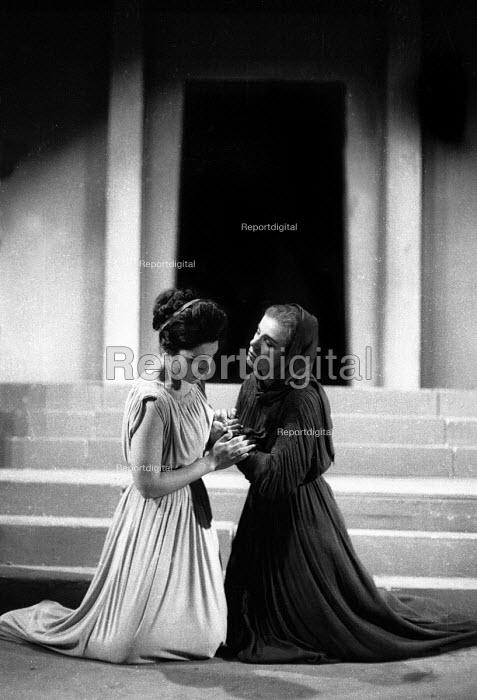 Elektra written by Sophocles, Greek Theatre production with Nora Debonera as Elektra, London 1961 - Romano Cagnoni - 1961-09-09